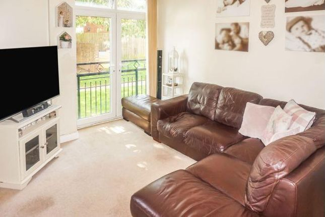 2 bed flat to rent in Ettingshall Road, Bilston WV14