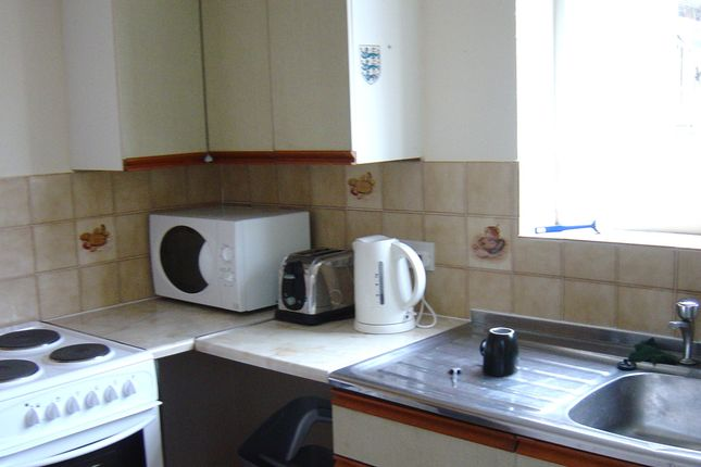 Thumbnail Shared accommodation to rent in Connaught Avenue, Plymouth
