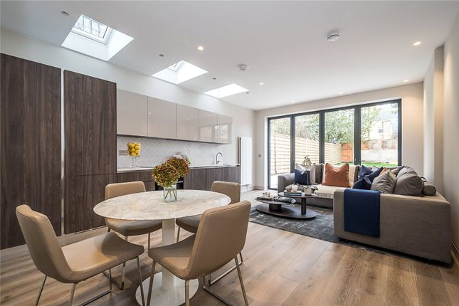 Thumbnail Flat for sale in Flat 1 Leythe Road, London