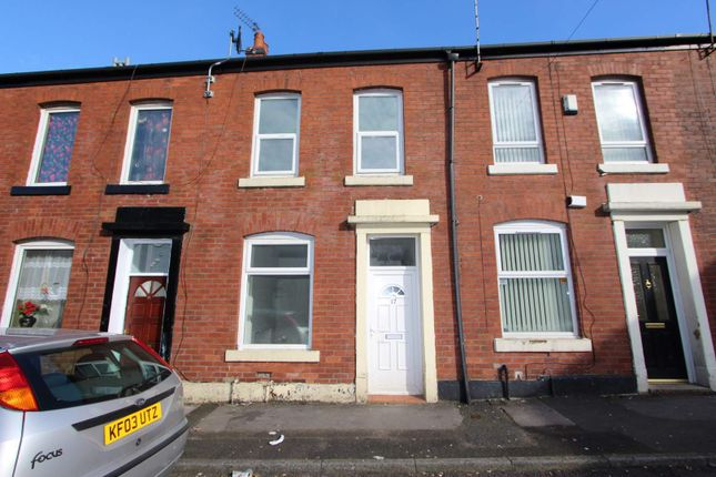 3 bed terraced house to rent in Moss Mill Street, Lowerplace, Rochdale OL16