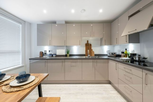 2 bedroom flat for sale in Thames Reach, London