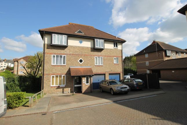 Flat to rent in Nicholsons Grove, Colchester, Essex