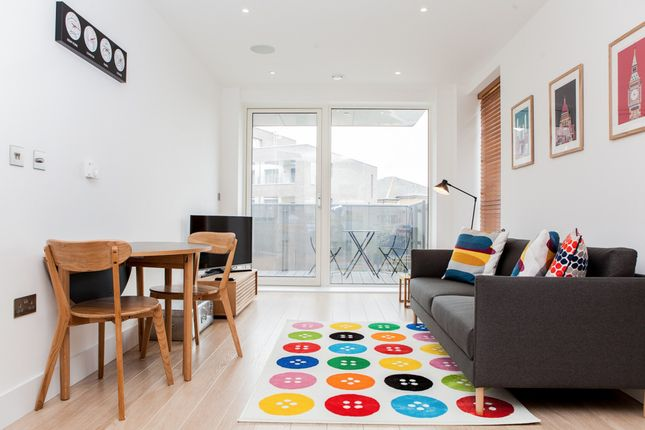 Thumbnail Flat to rent in Stockwell Park Walk, London