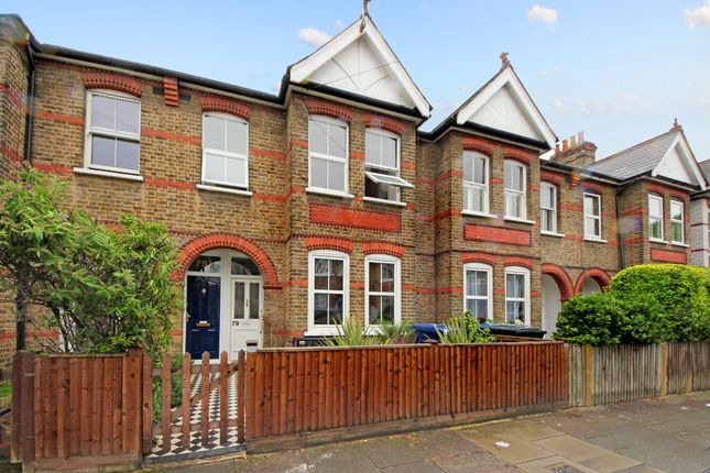 2 bed flat for sale in Carlyle Road, London