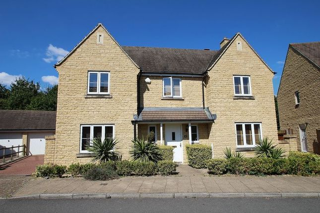 Thumbnail Detached house for sale in Oakdale Road, Madley Park, Witney