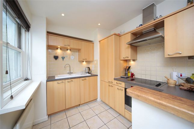 Thumbnail Flat to rent in The Polygon, Clapham Common, London