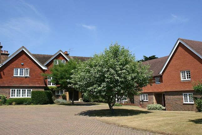 Thumbnail Flat to rent in Marsham Lane, Gerrards Cross