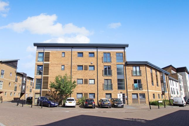 3 bed flat for sale in Pasteur Drive, Old Town, Swindon, Wiltshire SN1