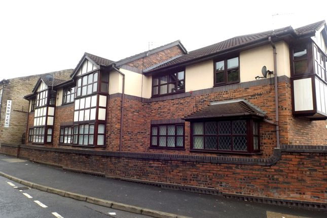 Thumbnail Flat to rent in Senior View, Hyde