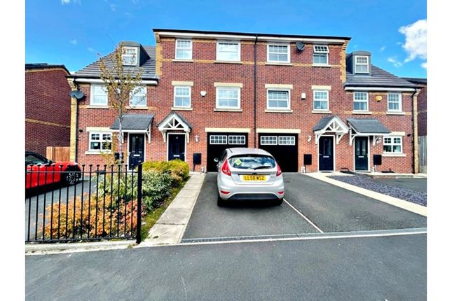 Thumbnail Town house for sale in Norway Maple Avenue, Manchester