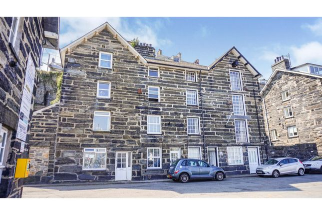 2 bed flat for sale in 3 Corn Hill, Porthmadog LL49