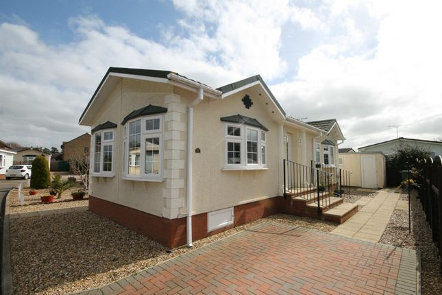 2 bed mobile/park home for sale in Waterbech Court, Waterbeach