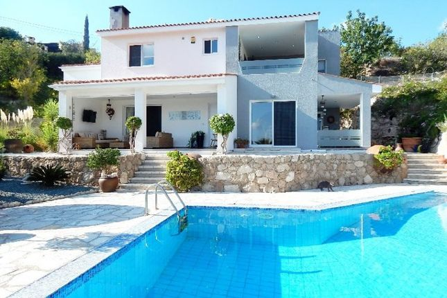 3 bed villa for sale in Kamares-Tala, Paphos, Cyprus