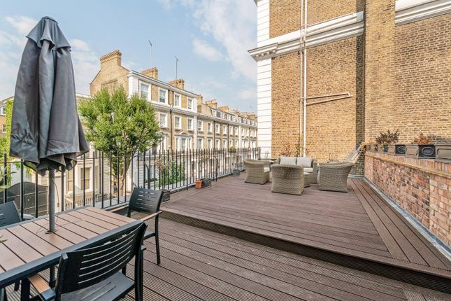 Thumbnail Maisonette to rent in Neville Street, London