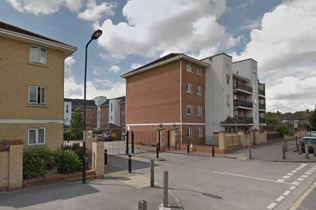 Thumbnail Flat to rent in Hermitage Close, London