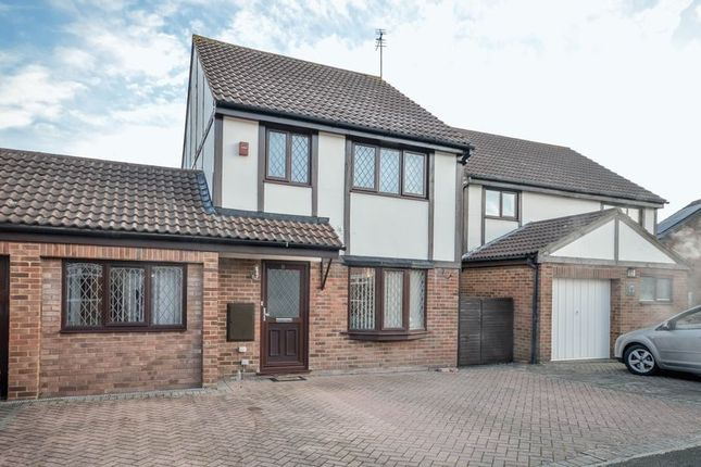 Thumbnail Detached house for sale in Kestrel Drive, Swindon