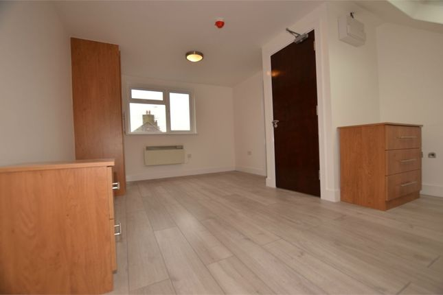 1 bed flat to rent in The Ridgeway, London