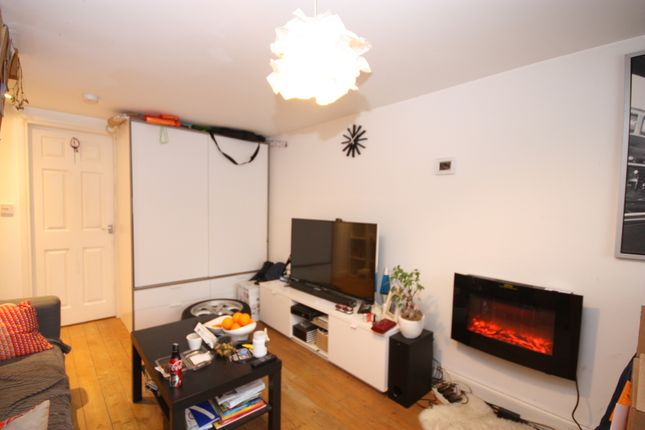 Thumbnail Flat to rent in Station Road, Leeds
