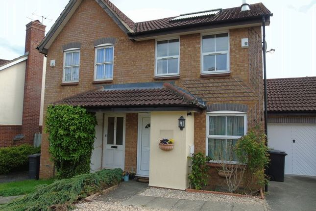 2 bed semi-detached house to rent in Hawkley Drive, Tadley