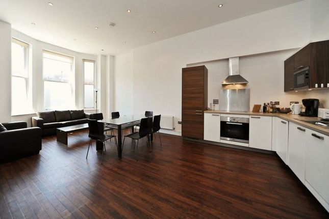 3 bed flat to rent in Finchley Road, London