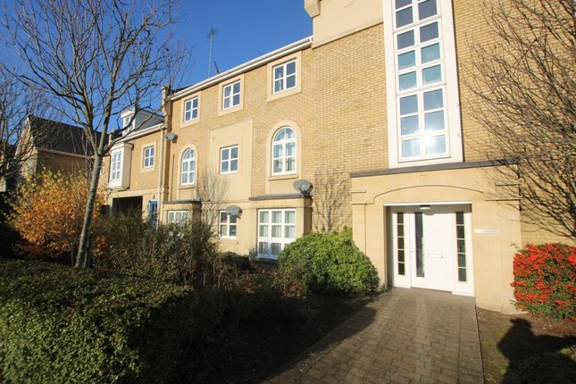 Thumbnail Flat to rent in Sanderling Way, Greenhithe