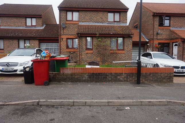 Thumbnail Detached house to rent in Hull Close, Cippenham, Slough