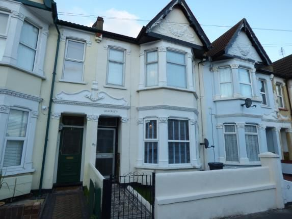 2 bed flat for sale in Westcliff-On-Sea, Essex, England