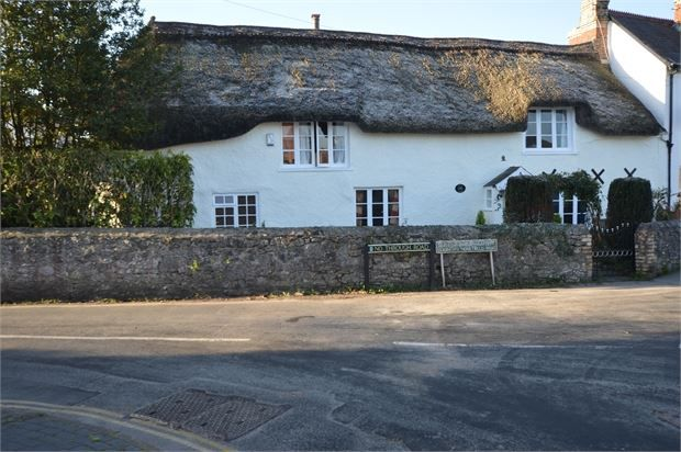 Thumbnail Property for sale in Fore Street, Kingsteignton, Newton Abbot, Devon.