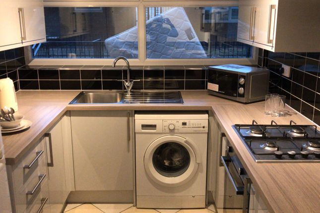 Thumbnail Maisonette to rent in Watney Street, Shadwell/ Whitechapel