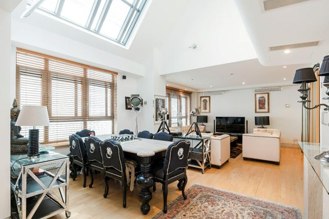 Thumbnail Flat for sale in Angel Court, London
