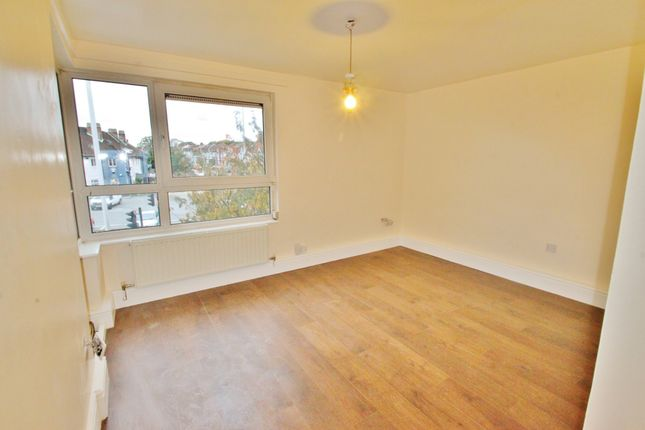 1 bed flat to rent in Henrys Walk, Ilford IG6