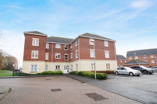 Thumbnail Flat to rent in Swan Close, Swindon