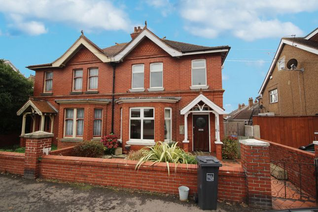 3 bed property to rent in Sompting Road, Lancing BN15