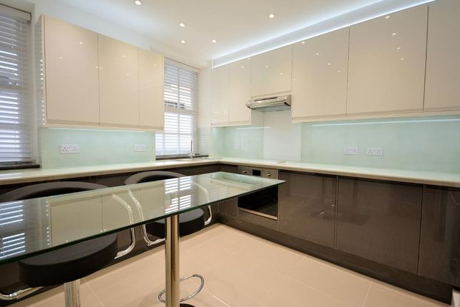Flat to rent in Page Street, Westminster, London