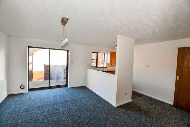 Thumbnail Flat to rent in Halyard Croft, The Marina, Hull