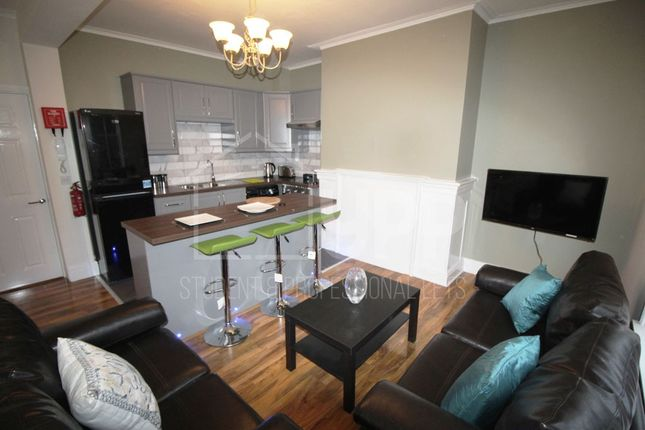 Thumbnail Property to rent in Queen Square, Leeds
