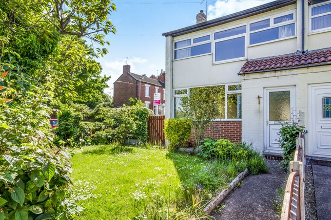 Town house for sale in Flanshaw Lane, Alverthorpe, Wakefield