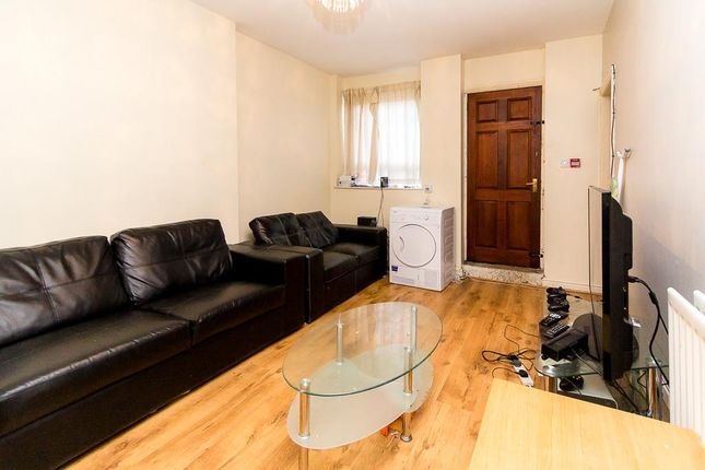Thumbnail Flat to rent in Flat 1, 205 Hyde Park Road, Hyde Park