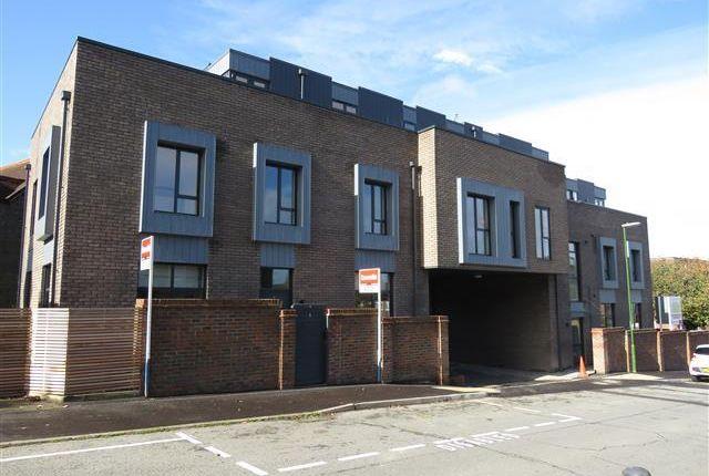 Thumbnail Flat to rent in Syresham Gardens, Haywards Heath