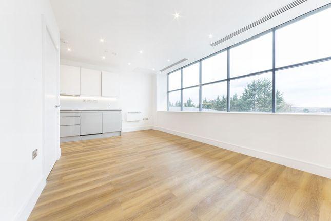 Thumbnail Flat to rent in Atria House, 219 Bath Road, Slough, London