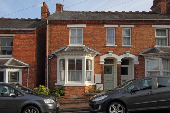 Thumbnail Semi-detached house to rent in Grosvenor Road, Banbury, Oxfordshire