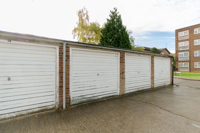 Parking/garage to rent in High Road, Whetstone