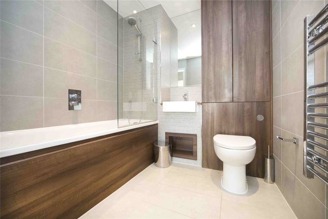 Bathroom of Residence Tower, Woodberry Grove, London N4