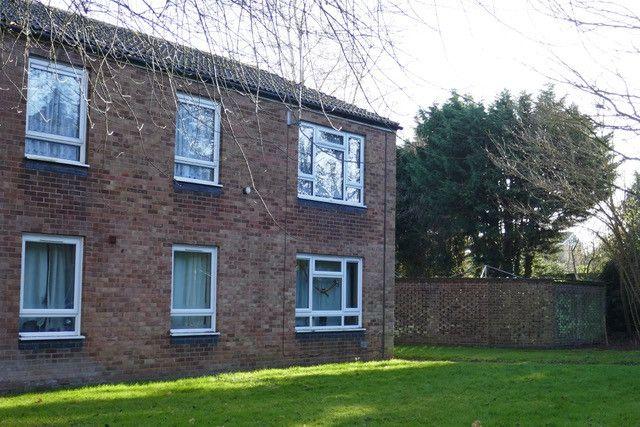 Thumbnail Flat to rent in Molewood Close, Cambridge, Cambridgeshire