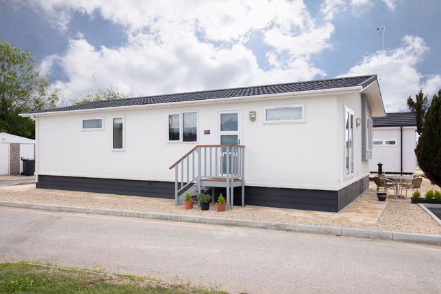 Thumbnail Mobile/park home to rent in Carterton Mobile Home Park, Carterton