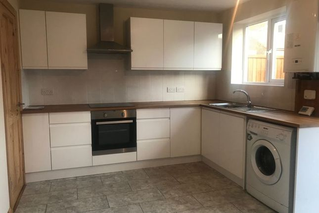 Thumbnail Semi-detached house to rent in Spring Plat, Crawley