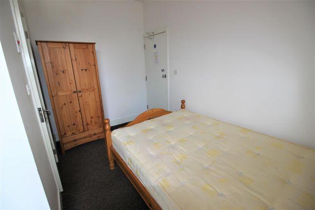 Room 4 4 Hinton Bedr