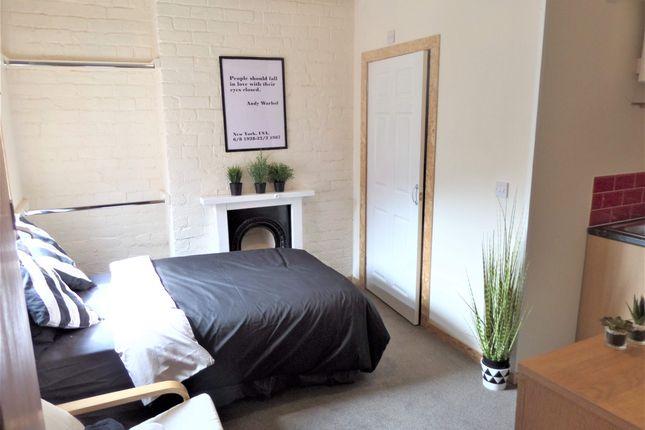Thumbnail Studio to rent in Drummond Street, Whitmore Reans, Wolverhampton, West Midlands