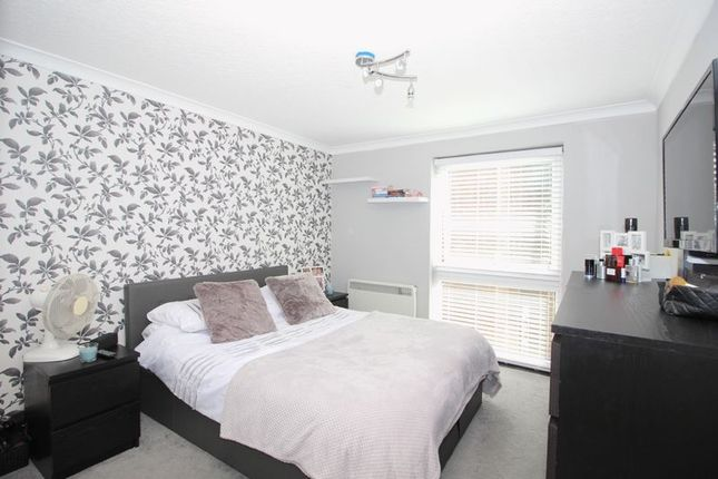 Thumbnail Flat for sale in Longlands Road, Sidcup
