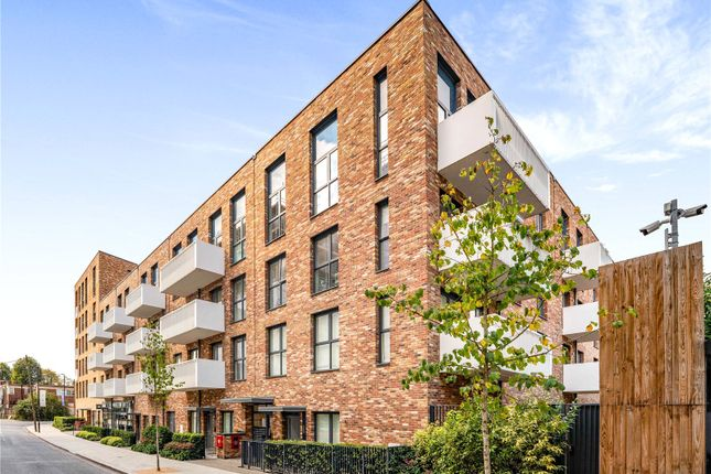 3 bed flat for sale in Enfield Road, London W3